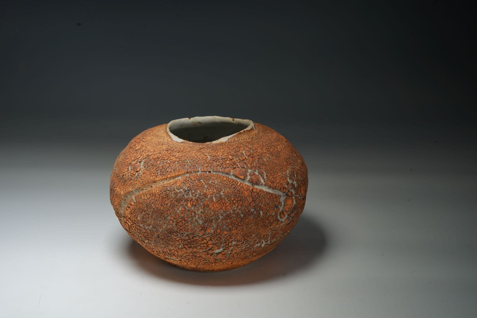 Ikebana Planting vase /container. in Natural texture earth crust stoneware