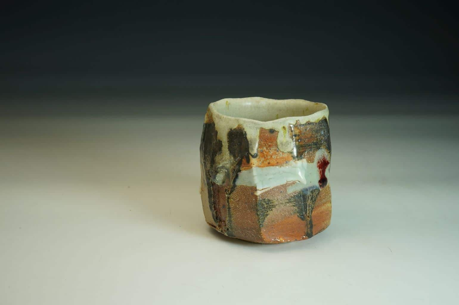 Beautiful wood-fired Chawan tea bowl in stoneware. An interesting out surface wood-fired with soda flashing.